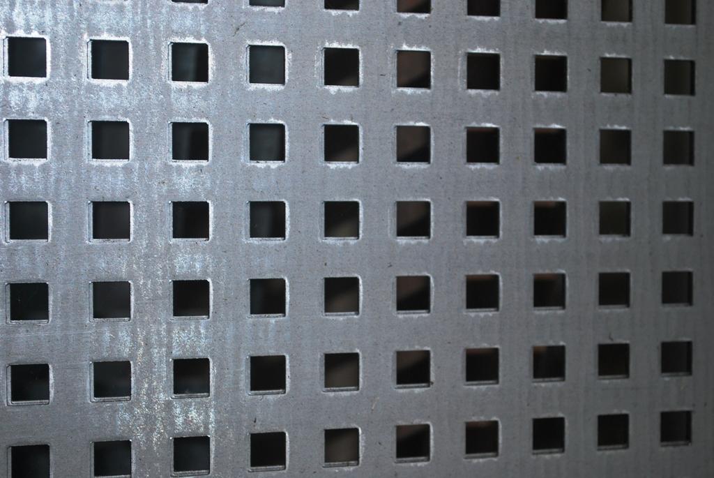 Hierros dogasi almac n de hierros en madrid for Casetas de chapa galvanizada precios